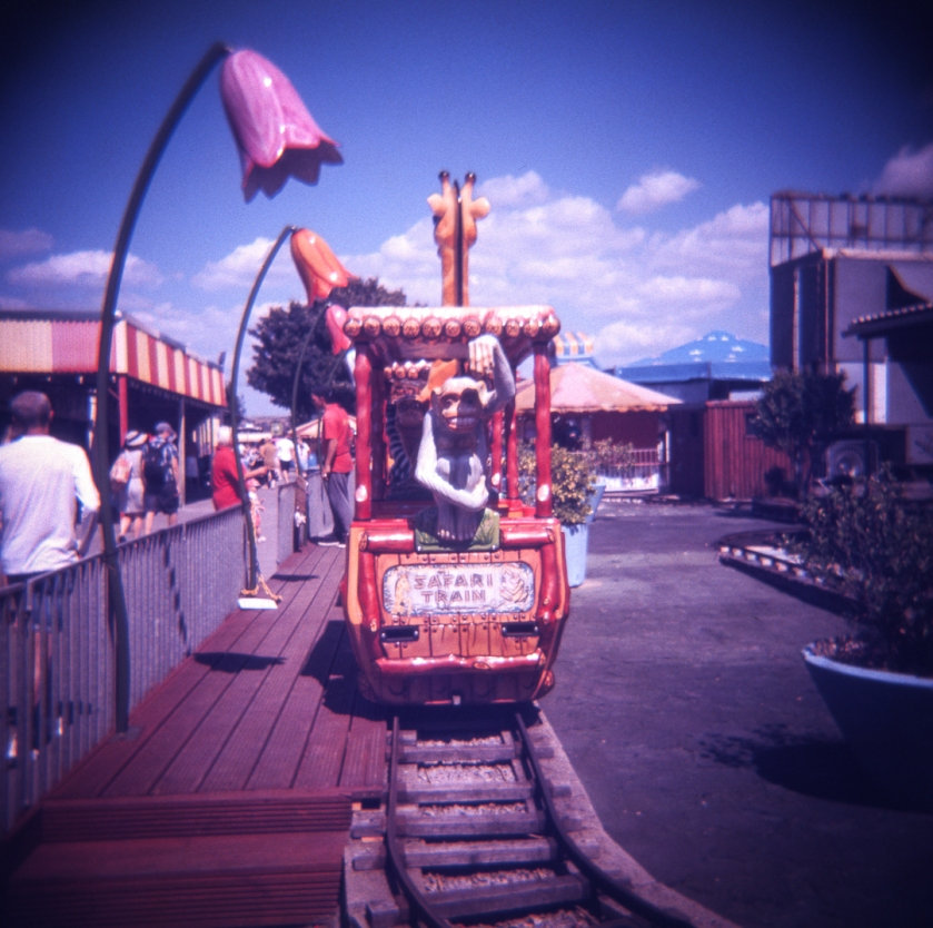 Holga_Lomo_color_slide200_012
